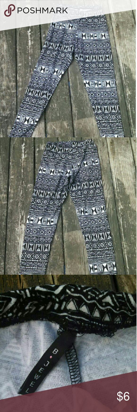 Tribal Print Leggings Tribal print leggings, Size small in great condition very comfortable. #tribal  #tribalprint #blackandwhite #black #white #legging #leggings #forever21 #bjewel b.jewel Pants Leggings