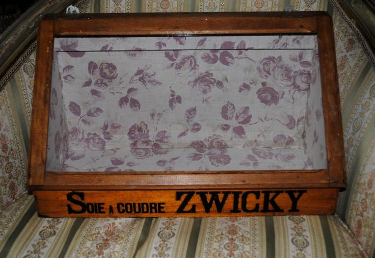 Antique French shop DISPLAY CASE for HABERDASHERY lined in early fabric di villavillacolle su Etsy