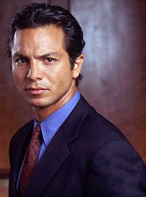 In keeping with the theme of sexy doctors, PPP co-star Benjamin Bratt! Good pick, Mariinaa!