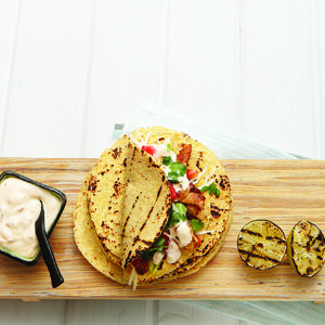 Tacos au poisson grillé, sauce chipotle et lime