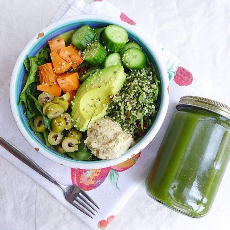 quinoa + concombre + roquette + patate douce + avocat + graines de chanvre saucre : houmous + huile d'olive + jus de citron