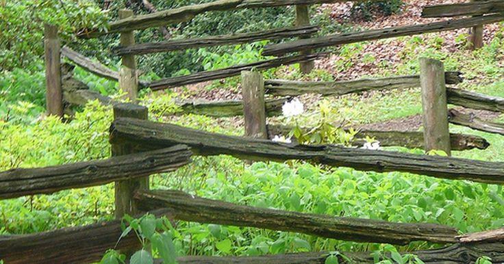 Quanto concreto é preciso para os postes de uma cerca?. A menos que o seu solo seja tão forte com o concreto, é preciso envolver os postes da cerca com concreto para segurá-los firmemente. Mas quanto? De que tipo? Você quer bases de concreto aparecendo abaixo de cada poste? Não importa se sua cerca é feita de cano galvanizado, vinil ou madeira: prender os postes é a chave de uma instalação duradoura ...