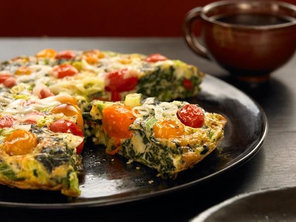 26 Amazingly Healthy Recipes: Spinach-Tomato Frittata http://www ...