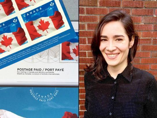 """Grafik Tasarım Bölümü 2005 mezunlarından Defne Çorbacıoğlu, Canada Post tarafından gerçekleştirilen projede Kanada bayrağının 50. yıldönümü pullarını tasarladı. """"Böyle özel bir projeyi tamamlamak bir Türk vatandaşı olarak beni çok gururlandırdı"""" diyen mezunumuz Kanada'nın ilk kumaş pulunu da tasarlayarak bir ilke imza atmış oldu."""