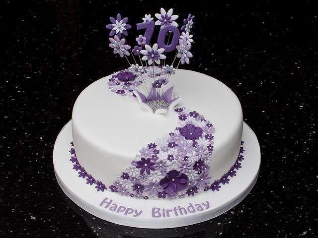 Torta con i fiori - Torta con pasta di zucchero e fiori viola