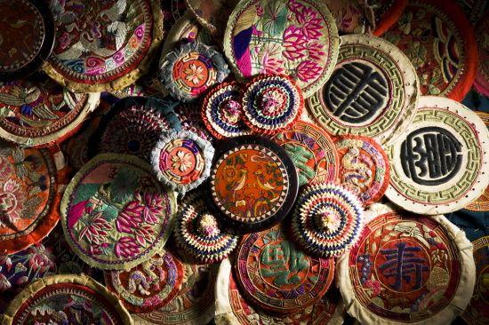 10.06.28 한국자수박 | From the Korean Embroidery Museum - these embroidered patches are parts of pillows. Most of these express a wish for long life or happiness through embroidered calligraphy or symbols.