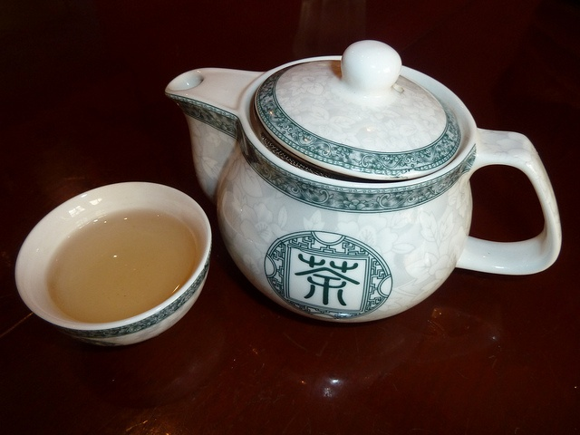The way that chinese tea should be served, in a small tea pot with small chinese cup to smell the aroma of the tea and sip the delicate elixir. Fabulous jasmine green tea from Dragon Inn, Fortitude Valley, (Chinatown), Brisbane.