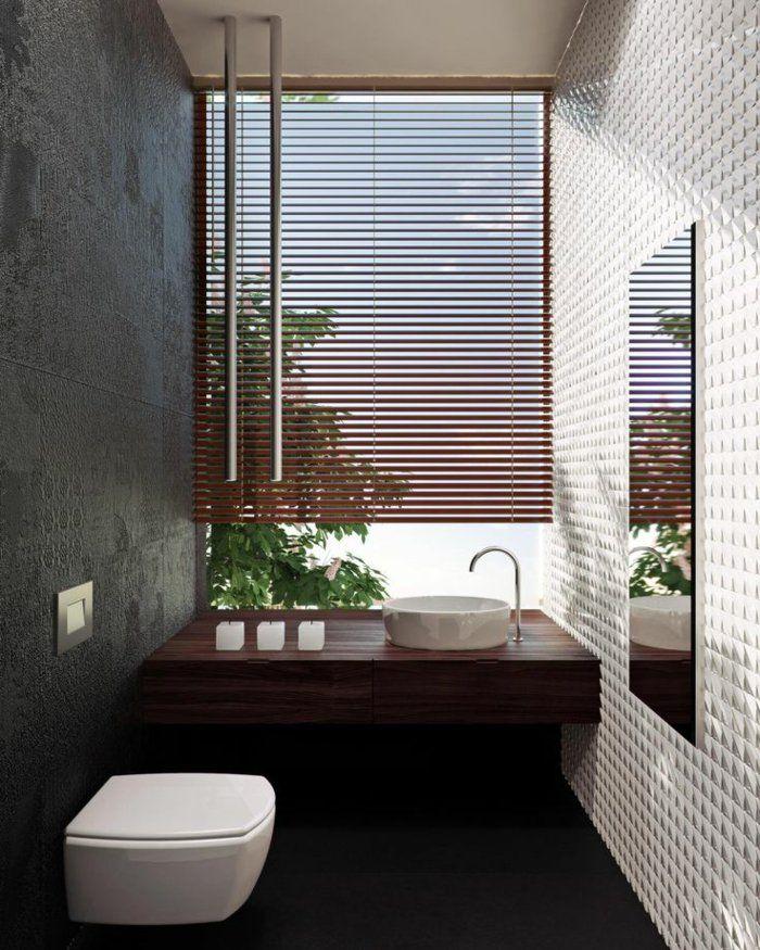 stores vénitiens en bois foncé, store venitien bois, salle de bain avec stores venitiens