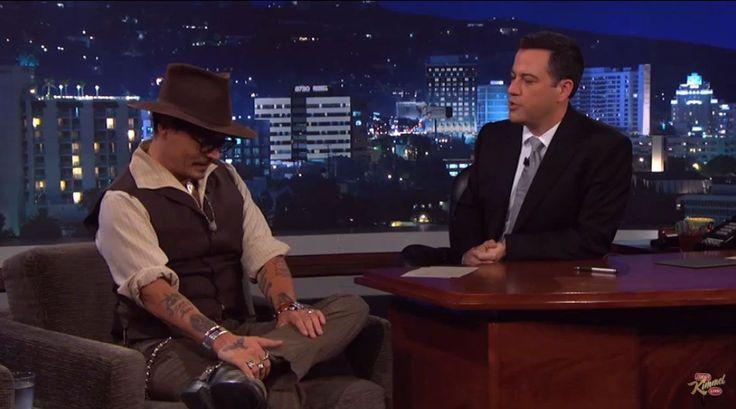 """Per un bacio di Johnny Depp le donne farebbero follie. Ma la fortuna questa volta è capitata a un uomo: il divo tv Jimmy Kimmel. """"Sai hai questo"""