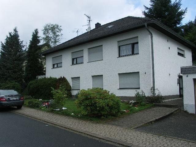 JÜNKERATH 1100 m vom Bahnhof entfernt 2FH in ruhigem Wohngebiet 7 Zim. 2 Bäder Garage kleiner Garten  Details zum #Immobilienangebot unter https://www.immobilienanzeigen24.com/deutschland/rheinland-pfalz/54584-juenkerath/Zweifamilienhaus-kaufen/26156:1186799997:0:mr2.html  #Immobilien #Immobilienportal #Jünkerath #Haus #Zweifamilienhaus #Deutschland