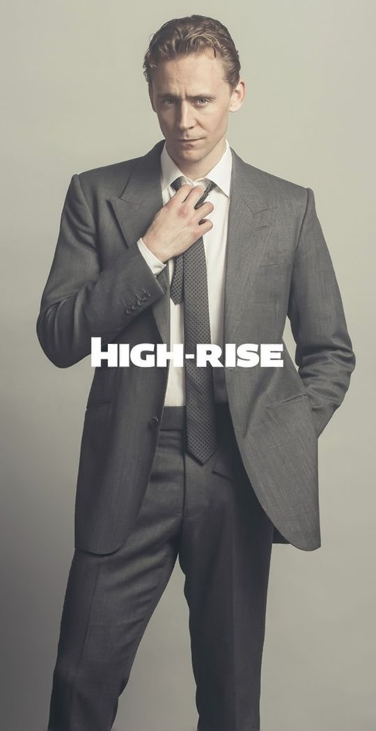 Tom Hiddleston as Dr Laing in High-Rise. Full size image: http://ww1.sinaimg.cn/large/6e14d388gw1f27yewlee8j20nc0xcmzx.jpg Source: https://twitter.com/challanfilm/status/712866527637319680/