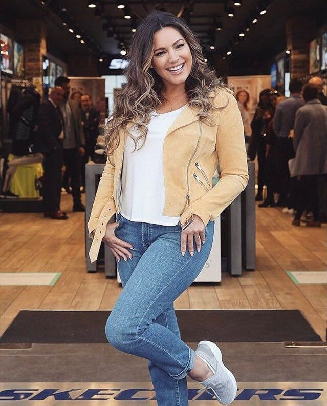 The always glowing Kelly Brook rockin' her YOU by Skechers in Ireland today!