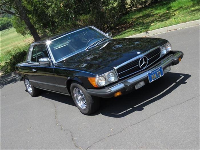Mercedes-Benz - 450 SLC W107 COUPE - 1979  Mercedes-Benz 450 SLC uit 1978.Deze Californische Benz is 37 jaar bij dezelfde eigenaar gebleven en heeft slechts 82.000 originele mijlen gereden. Er is grote zorg besteed aan het optimaal laten lopen en tonen van deze 450SLC. Veruit de mooiste en best onderhouden 450 die ik ooit heb gehad in mijn inventaris.De eigenaar van deze SLC had een high-end (geavanceerd) carrosseriebedrijf in San Francisco op het moment dat hij het voertuig in zijn bezit…