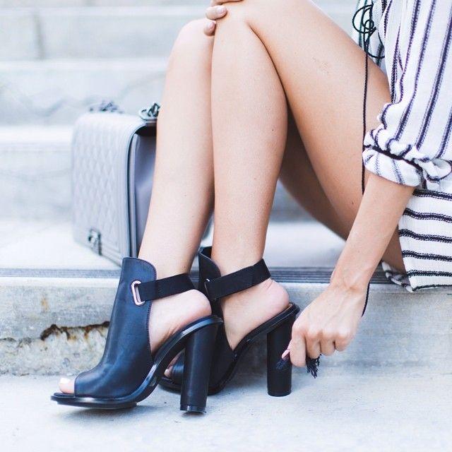Salto bloco via -->> http://nastygal.com/product/shoe-cult-repartee-sandal--black