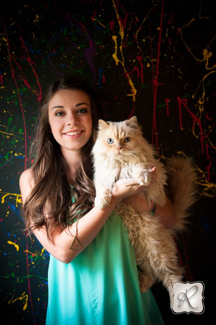 Senior picture props with a super cute cat, splatter paint background