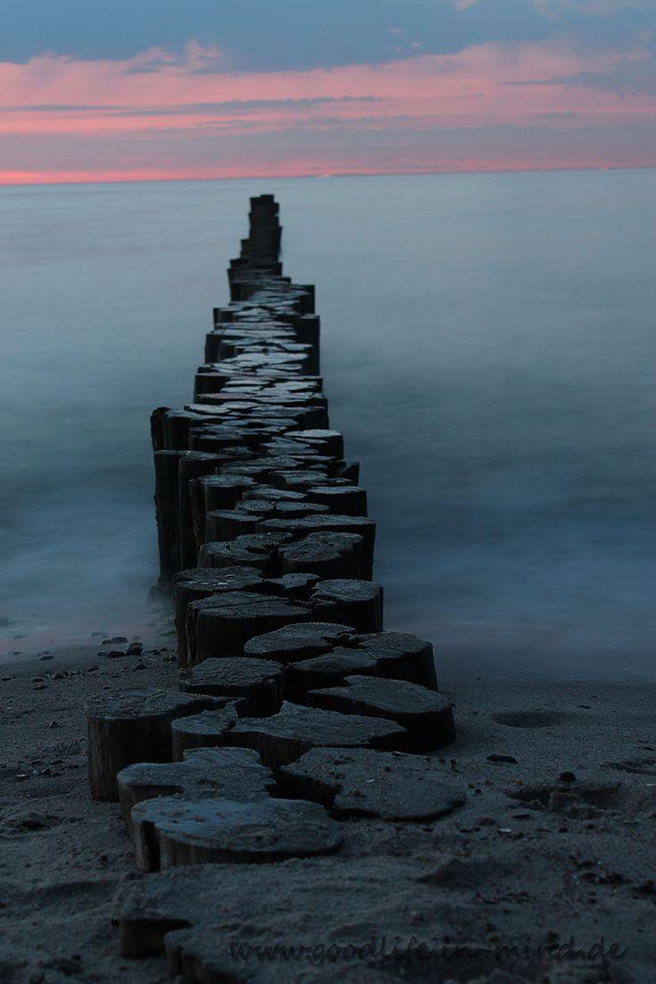 Buhnen bei Nacht am Strand von Kühlungsborn