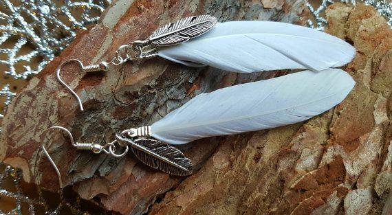 Wunderschöne schlichte weiße Feder Ohrringe von BeautyshotsJewelrys
