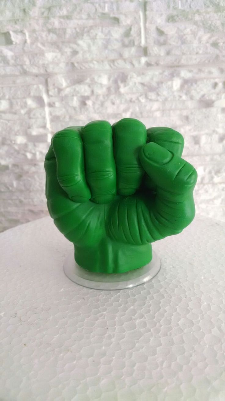 Mão do Hulk Hulk hand Feito em isopor e biscuit.  Topo de bolo