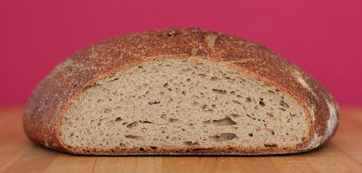 Украинский - один из классических советских хлебов. Изначально он возник как довольно грубый ржаной хлеб на закваске, его пекли из 80% обойной ржаной муки и 20% муки…