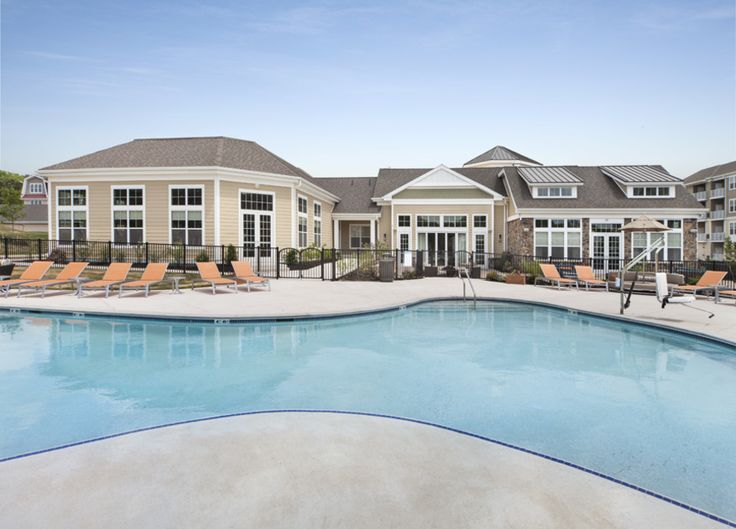 Pool Parc In Plymouth Meeting Pa Luxury Apartments Resort Lifestyle House Styles