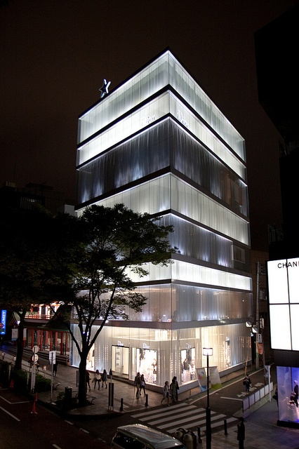 Dior store in Omotesando street in Tokyo. SAANA architects.