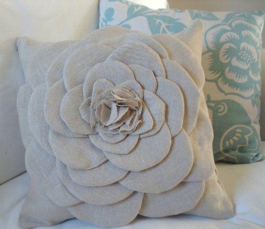DIY Idea: Sculptural Flower PillowBurlap Flower, Flower Pillows, Pillows Tutorials, Burlap Pillows, Living Room, Flower Tutorial, Throw Pillows, Sewing Machine, Diy Pillows