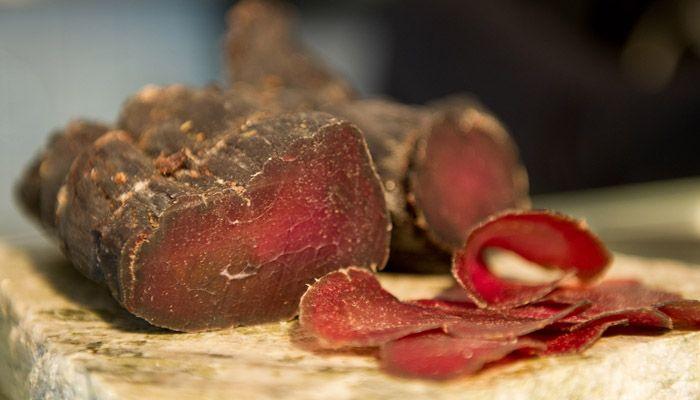 Saltning Saltning är världens äldsta konserveringsmetod. Att salta kött är grunden när man röker och torkar kött. Saltet ger smak och ändrar också...