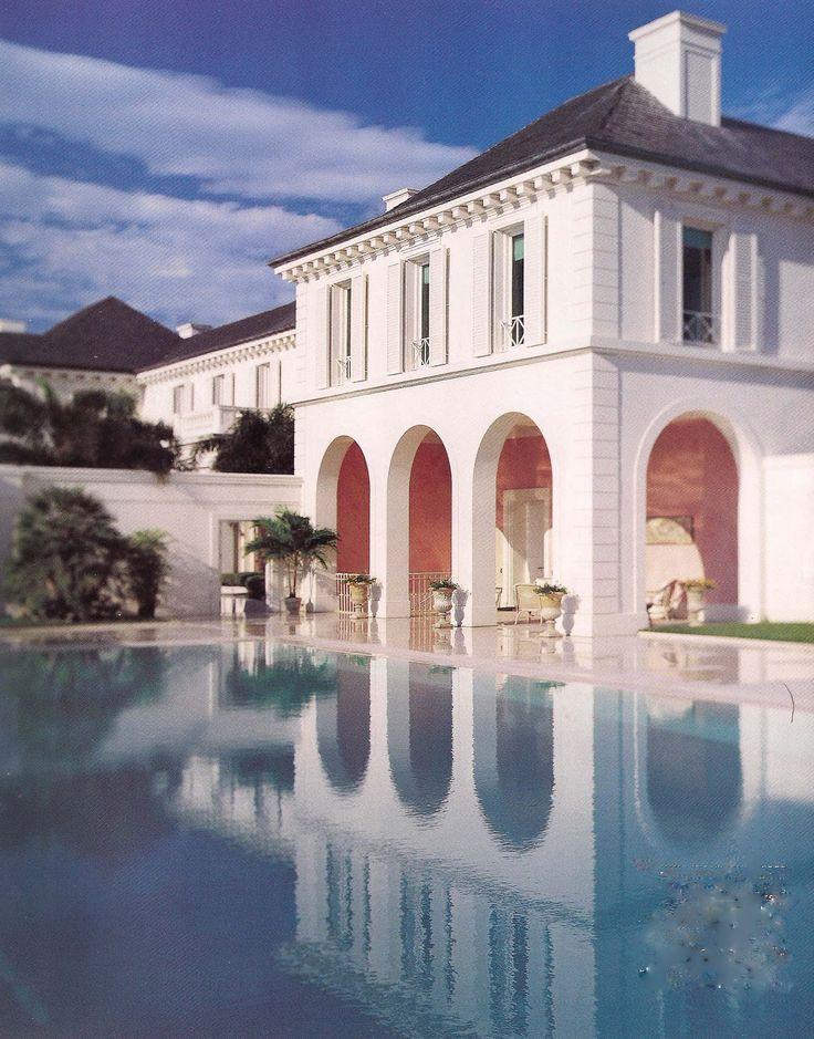 swimming pool courtyard at Montsorrel