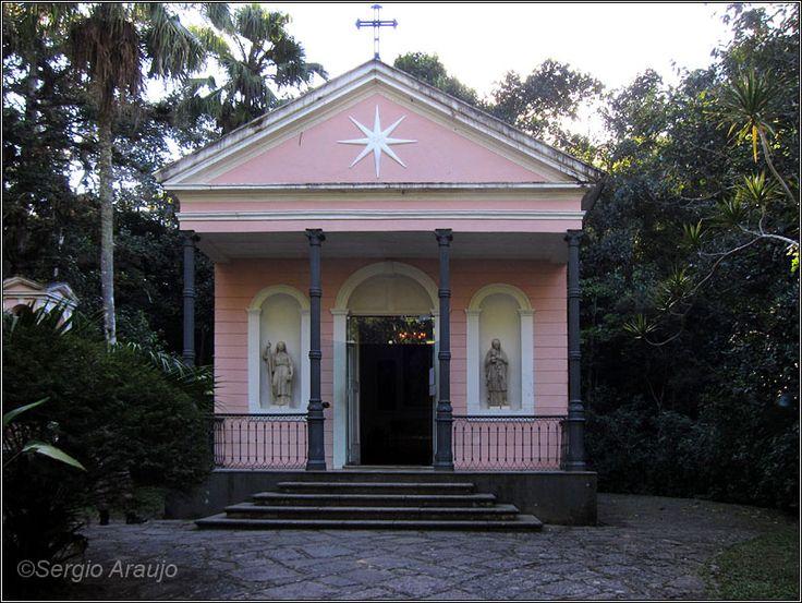 capela mayrink floresta da tijuca | Vista do altar, com os painéis de Nossa Senhora do Carmo, São Simão ...