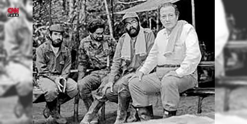 Kolombiyada silah bırakan FARCın yarım asırlık öyküsü: Kolombiya Devrimci Silahlı Güçleri-Halk Ordusu ya da daha bilinen adıyla İspanyolcadaki kısaltmasıyla FARC. 52 yılın ardından Kolombiya devletiyle imzalanan barış anlaşmasıyla örgüt silah bıraktı ve 220 binden fazla cana mal olan 6 milyona yakın kişiyi de yerlerinden eden savaş son buldu. Devletlerin ceza kanunları diliyle terörist nitelemesini bir kenara bırakırsak FARC ne zaman ve neden kimler tarafından hangi amaç ve nedenle kuruldu…