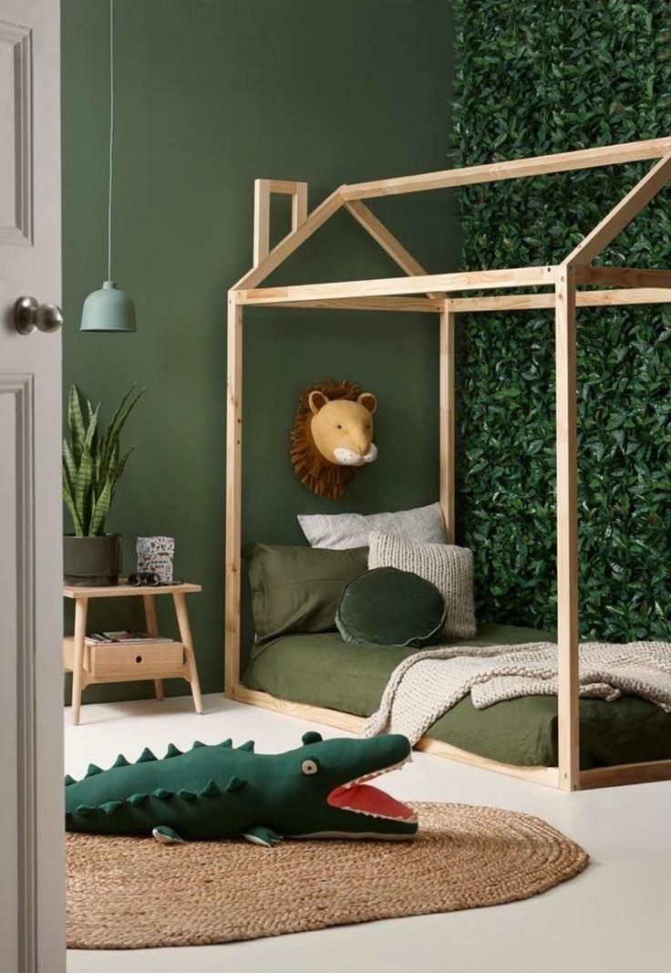 Chambre d'enfant scandinave exotique vert marron beige kaki bois papier peint parquet rotin peinture: budget déco style Scandinave