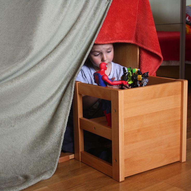 Montessori stolička a stôl Dorotka. Ihrisko doma.