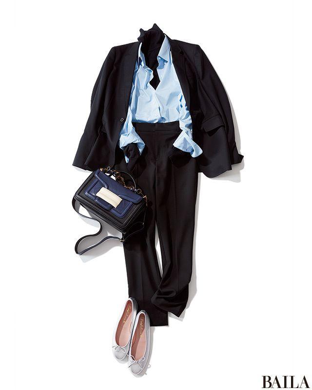 今季はシャツ×ニットのレイヤードが気分。好感度の高いブルーシャツなら、クールなブラックタートルを中からちらりとのぞかせて。ボトムやジャケットもブラックでまとめれば、きちんと感もトレンド感も高い通勤スタイルが完成! 足もとはリボン付きのバレエシューズで、少し可愛げを加えると女性らし・・・