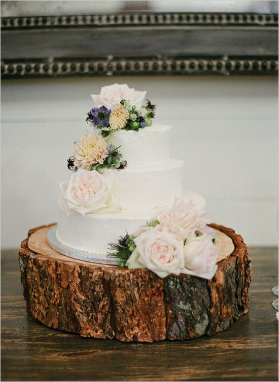 Nice rustic cake plate for the wedding cake.
