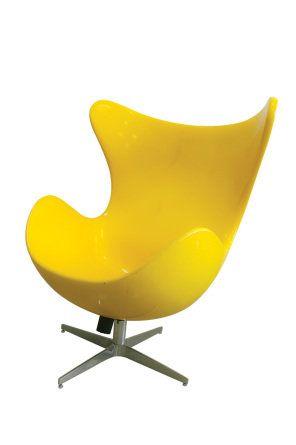Versão da poltrona Egg, criação do designer dinamarquês Arne Jacobsen: custa a partir de 1 570 reais na loja Elegancy Design