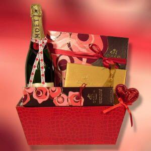 imagen de httpwwwunique gift basketsnet - Valentine Gift Basket Ideas For Him