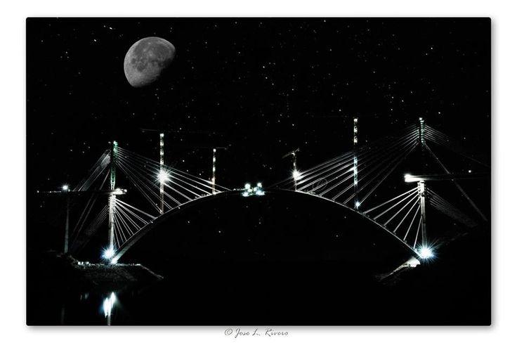 Hermosa fotografía de nuestro amigo José Luis Rivero. El arco del puente sobre el Tajo del tren de alta velocidad ya está casi terminado. Ahora tendrán que poner el tablero. ¡¡Espectacular foto José Luis!!