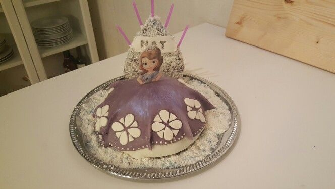 "My first ""Sofia the first"" cake"