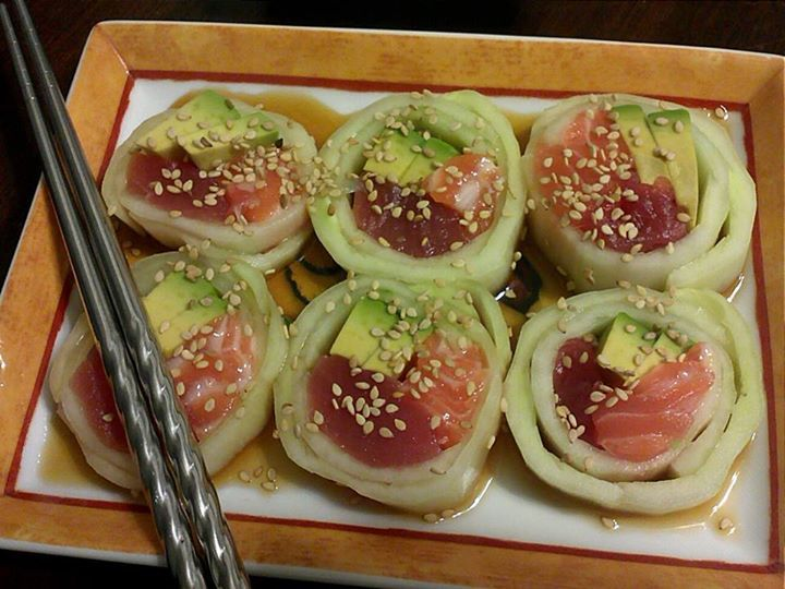Naruto rolls - for stuffing, use sushi-grade tuna and salmon, and avocado. Top with ponzu sauce and sesame seeds. Recipe at http://www.recipeinternational.com/2010/12/naruto-roll/