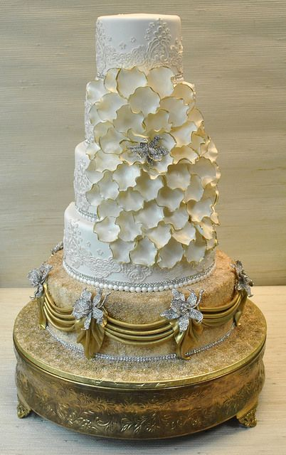 White+Gold-Cascading petals-wedding cake-The Cake Zone-Ca d'Zan | Flickr - Photo Sharing!    ᘡղbᘠ