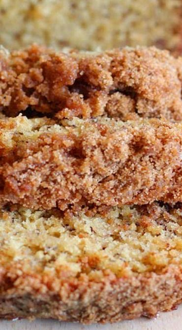Banana Bread with Crunchy Streusel Topping