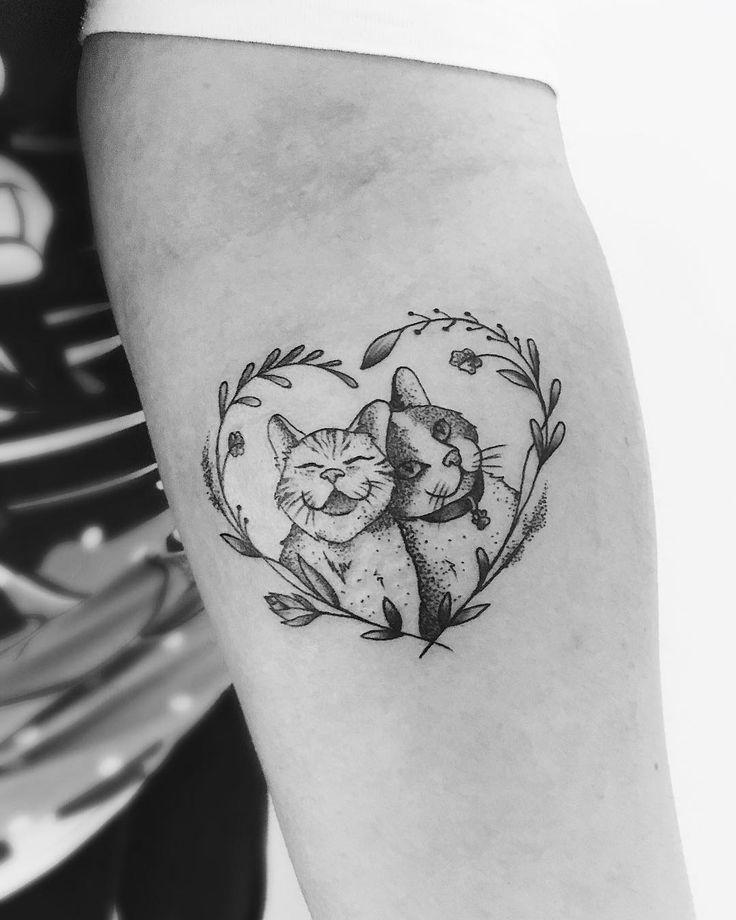 Tatuagem criada por Ana Maran de São Paulo.  Se você também é um amante de gato vai adorar essa tatuagem.