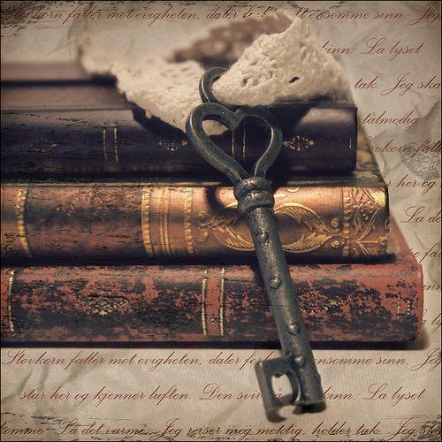 keys: Vintage Keys, Vintage Books, Old Keys, The Doors, Antiques Books, Antiques Keys, Skeletons Keys, The Secret, Old Books