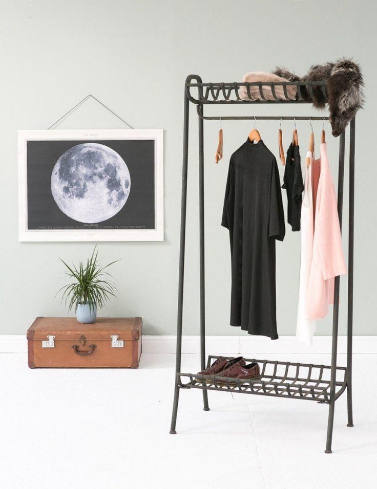 Nice kleiderstange kleiderschrank schwarz metall koffer alt bild mond