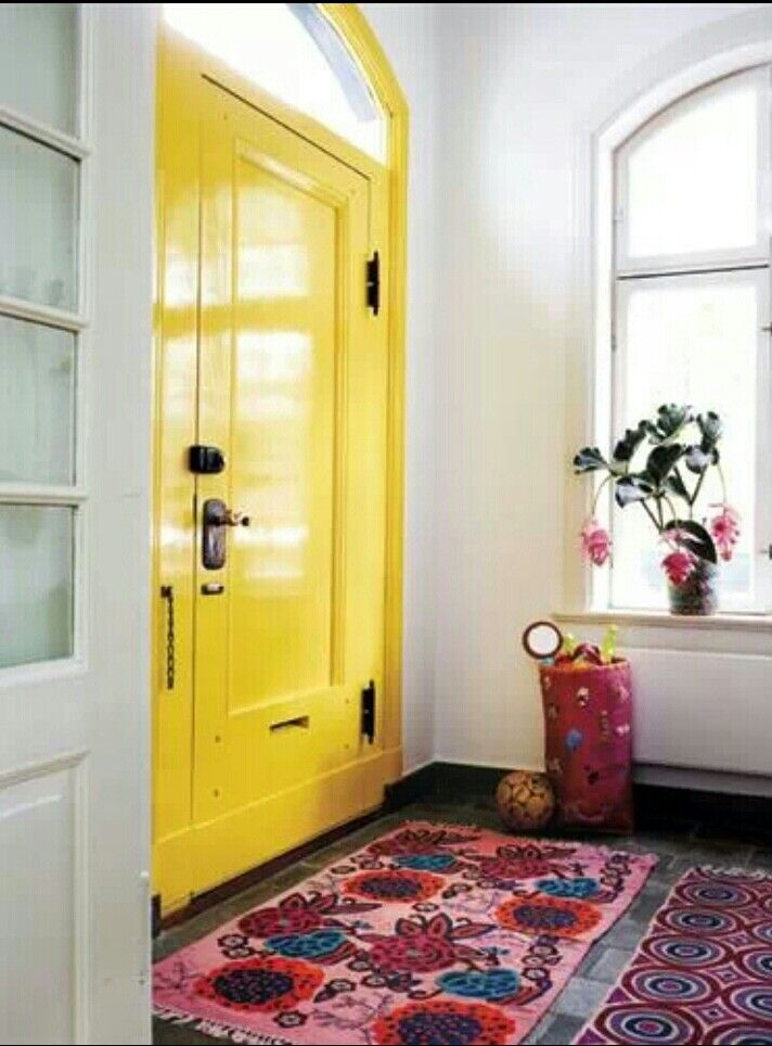 Yes! Si vous ne pouvez pas changer la couleur de votre porte d'entrée sur l'extérieur, faites-le de l'intérieur... effet garanti sur le niveau d'énergie! Je l'ai fait chez moi, c'est juste super!
