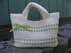 This pattern is totally flexible and easy! You can use any yarn or hook to make a Starling Handbag.
