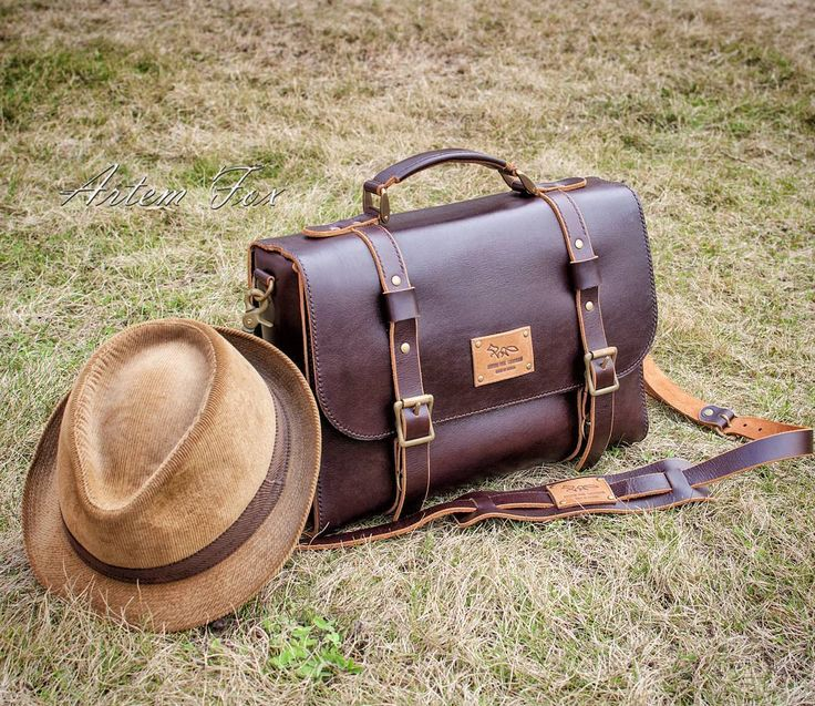 Мужская кожаная сумка - Business style.  Работа на заказ.  Итальянская кожа премиум класса, фурнитура латунь - состаренная вручную.  #lartherwork#travel#manbag#leather#handmade#Leatherworkshop#Russia#ручнаяработы#работыизкожи#сумкаизкожи#saintpeterburg#