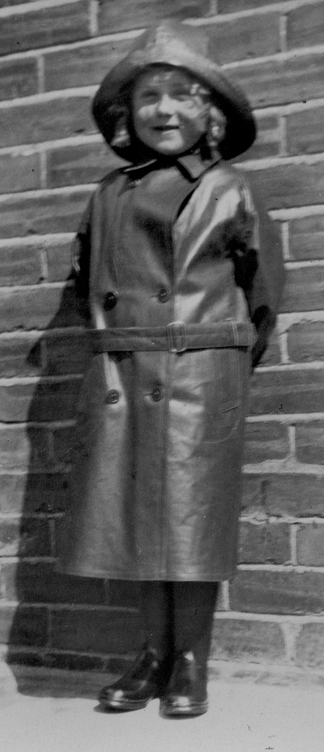 Vintage Children Raincoats – 33 Lovely Old Snapshots Show What Kids Wore When Raining
