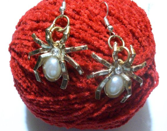 Halloween special: Spider Earrings. Ready-to-ship by ThousandDrops