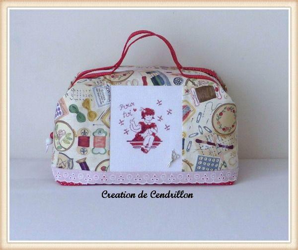 """Collection Couture Valisette Vanity brodée """" Pour Toi """" Broderie au point de croix réalisé à la main : Autres sacs par creations-de-cendrillon"""